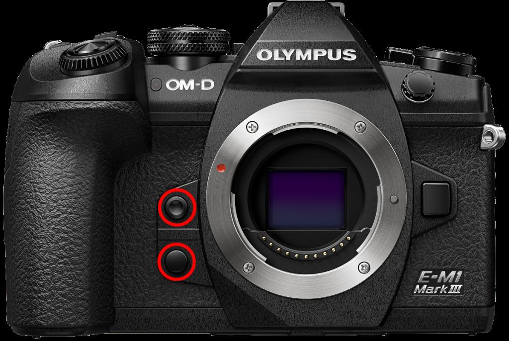 Olympus OM-D E-M1 Mark III mit markierten Knöpfen.